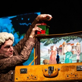 Die Bienenkönigin hier: Paul Schmidt, Foto: Karin Stöhr, Bildrechte: Theater Salz+Pfeffer, Nürnberg